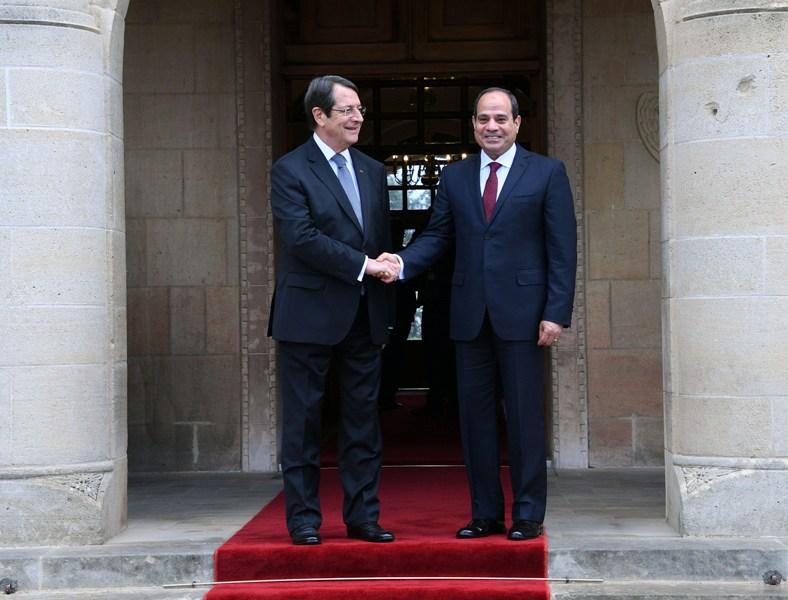 الرئيس المصري عبد الفتاح السيسي خلال الاستقبال الرسمي في قبرص