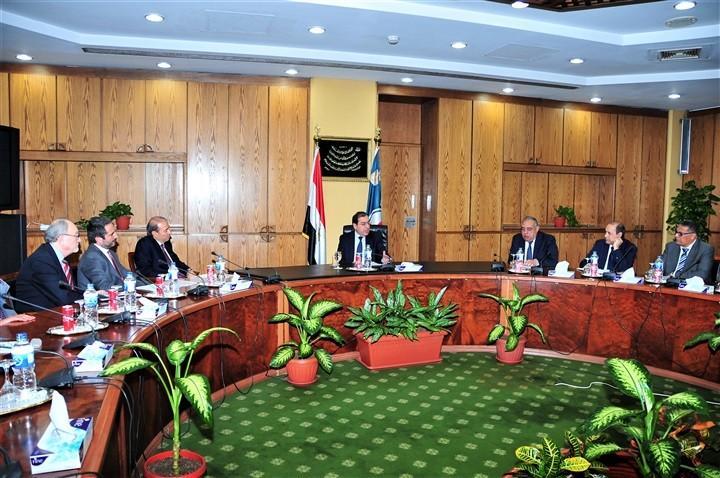 وزير البترول المصرى يبحث سبل التعاون مع إيطاليا في مشروعات البتروكيماويات