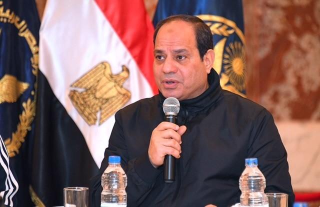الرئيس المصرى يتناول الإفطار مع طلبة كلية الشرطة