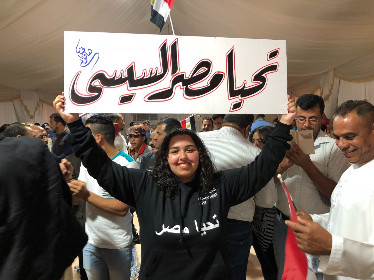 كبار السن من أبناء الجالية المصرية بالإمارات يدلون بأصواتهم في الانتخابات الرئاسية