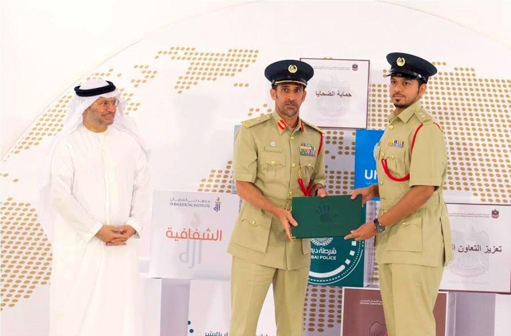 قرقاش يجدد التزام الإمارات بتعزيز وحماية حقوق الإنسان
