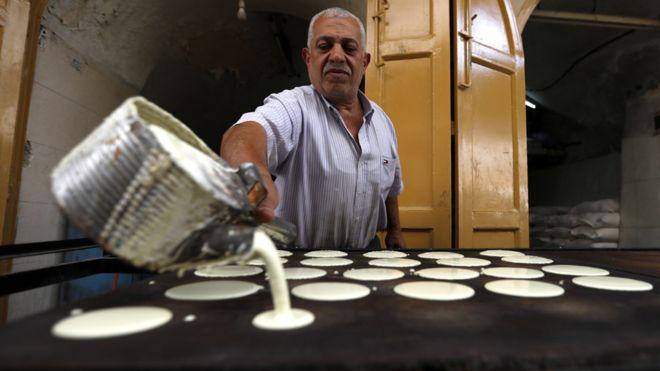 مسلمو العالم يستقبلون شهر رمضان المبارك