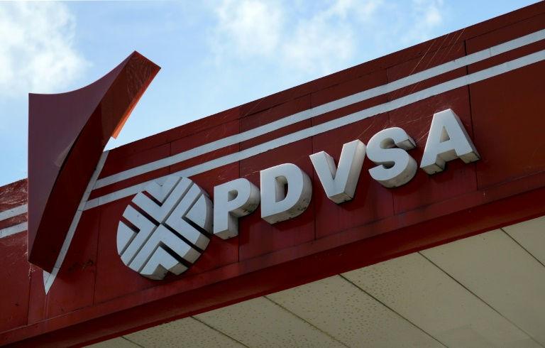 شعار شركة النفط الحكومية الفنزويلية في محطة للوقود في كراكاس