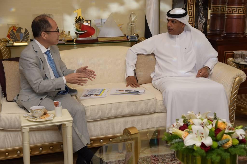 خلال لقاء مدير جمارك دبي مع أكيما اوميزاوا القنصل العام لليابان