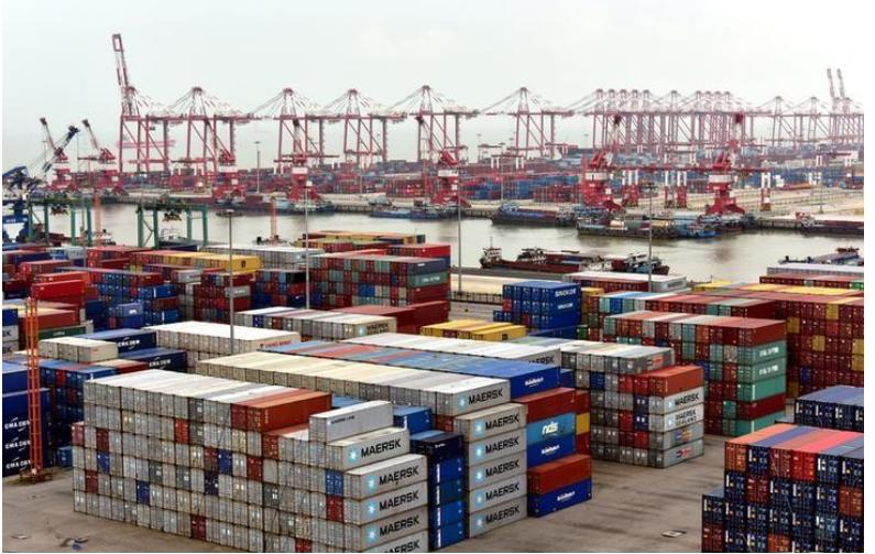 حاويات بميناء في الصين