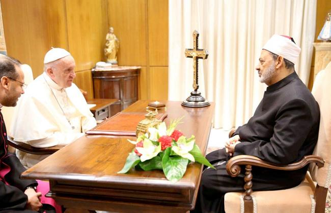 الدكتور أحمد الطيب مع بابا الفاتيكان