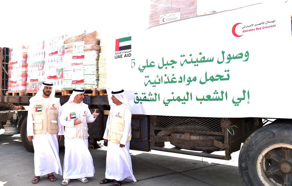 سفينة مواد غذائية إماراتية لإغاثة السكان اليمنيين في المناطق المحررة
