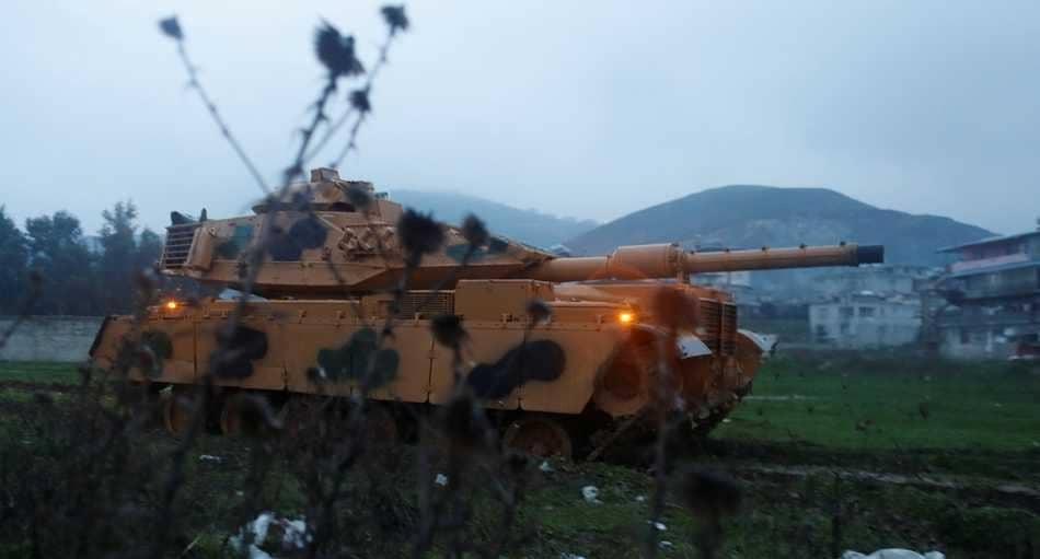 دبابة تركية على الحدود السورية
