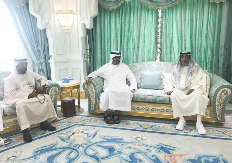 رئيس الدولة يستقبل محمد بن زايد ويتقبل التعازي بوفاة الشيخة حصة بنت محمد