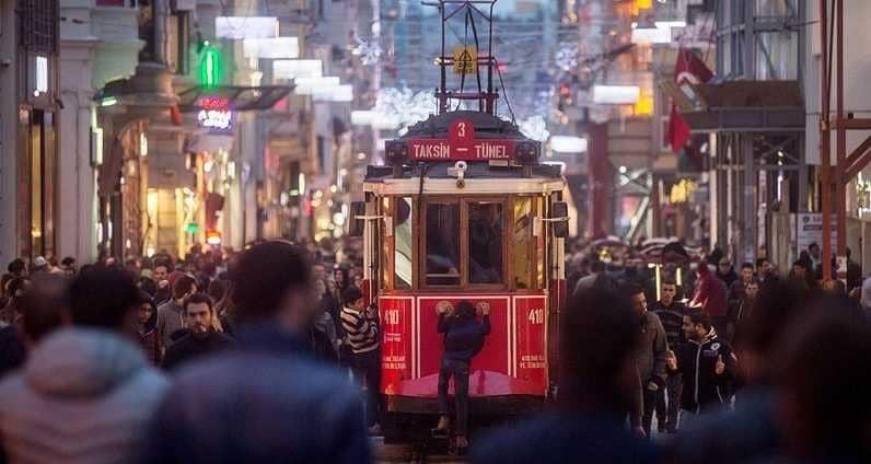 شارع تجاري في إسطنبول - أرشيفية