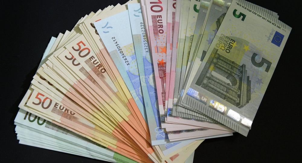 العثور على 40 مليون يورو مزيفة مع رجل في إيطاليا