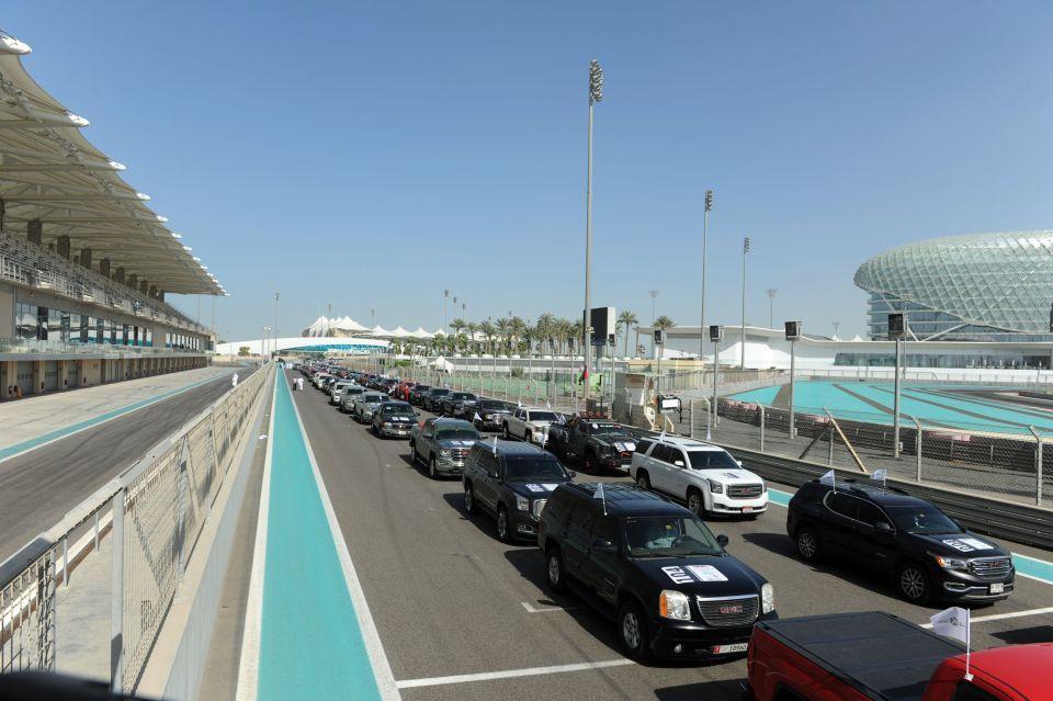 أكبر مسيرة سيارات GMC في العالم تقوده دوريات شرطة أبوظبي