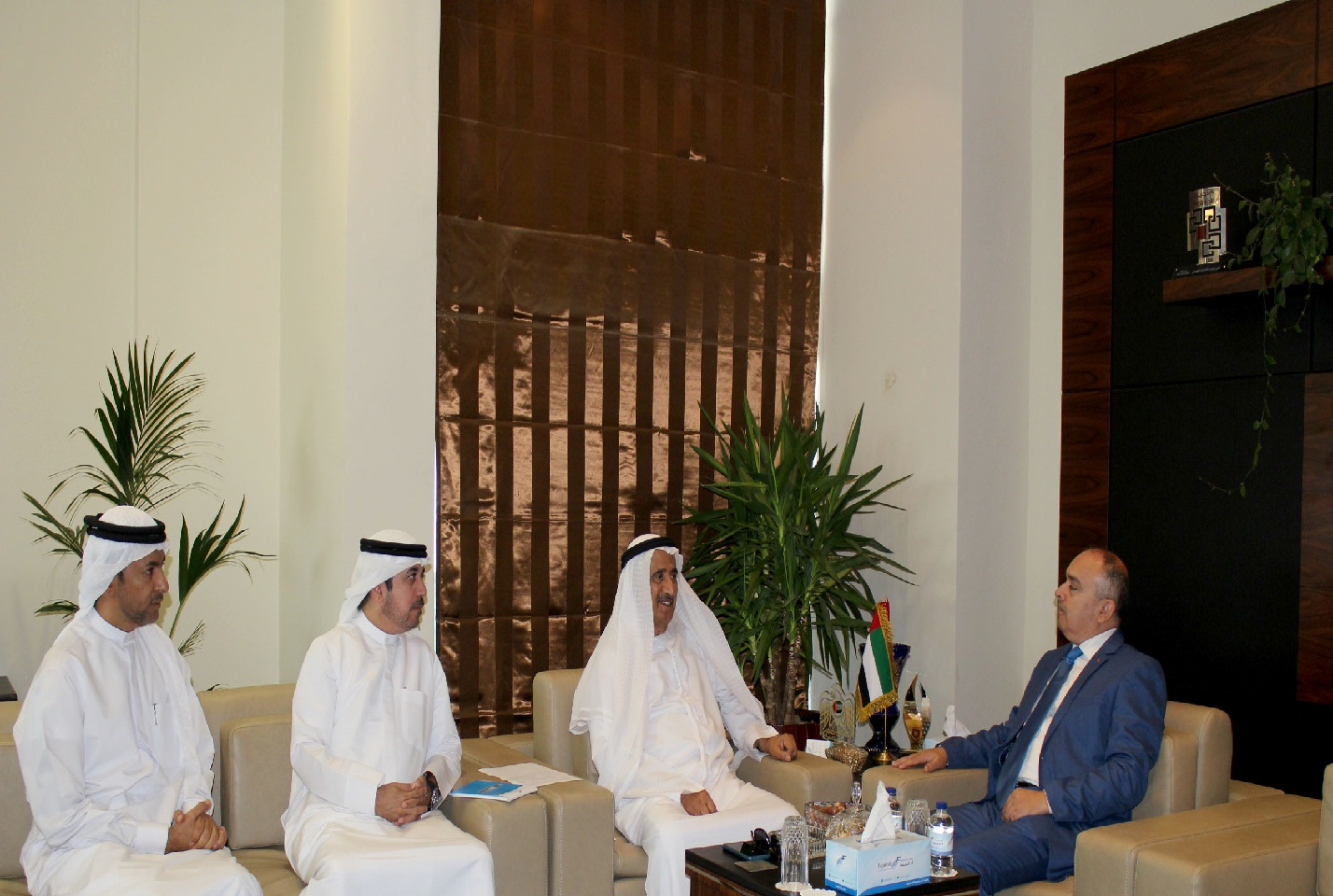 غرفة الفجيرة تبحث سبل تعزيز العلاقات الاقتصادية مع تونس
