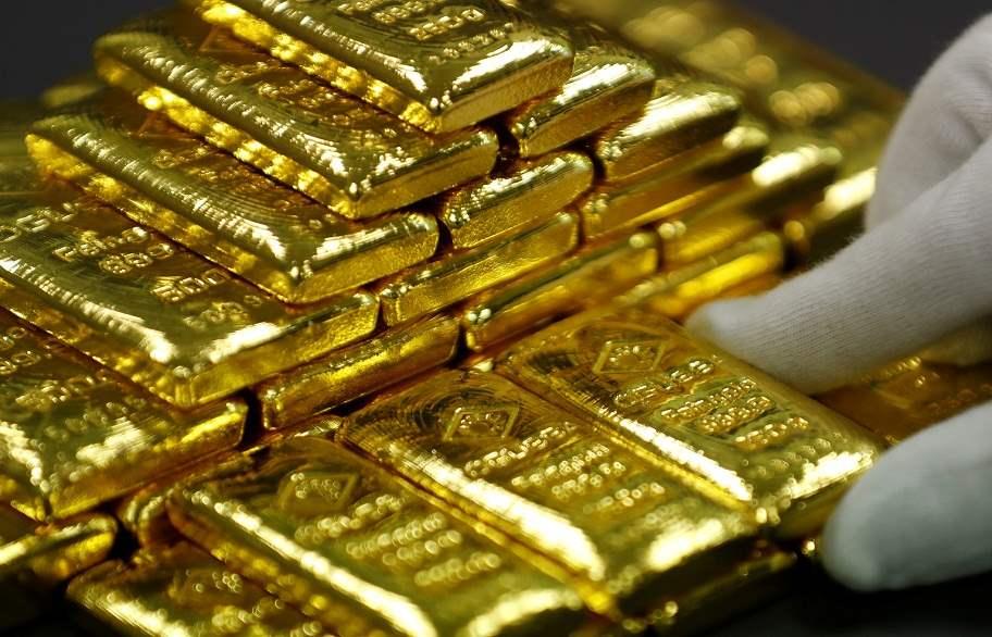الذهب يعمق خسائره ويفقد 11 دولارًا