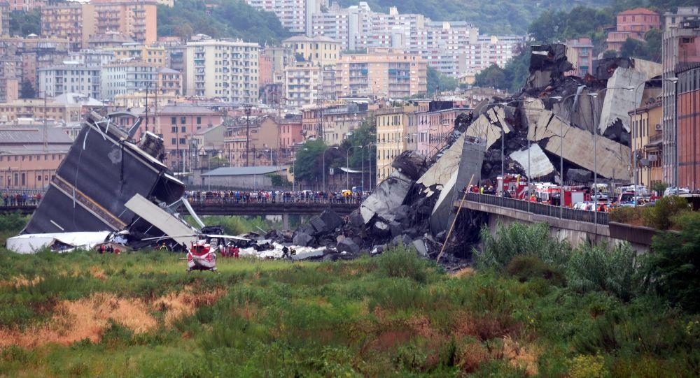 جانب من حادث انهيار جسر جنوة