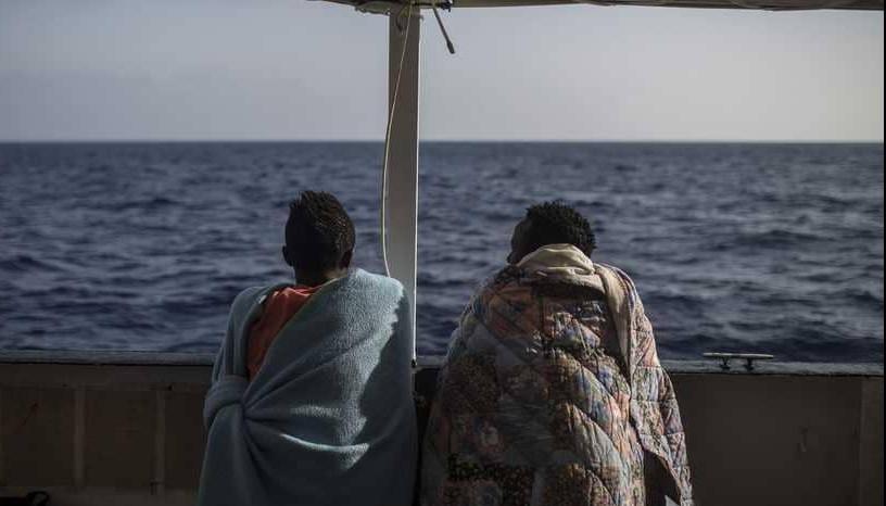 غرق 15 مهاجرا قرب الساحل الليبي.. ومصري يروي المأساة