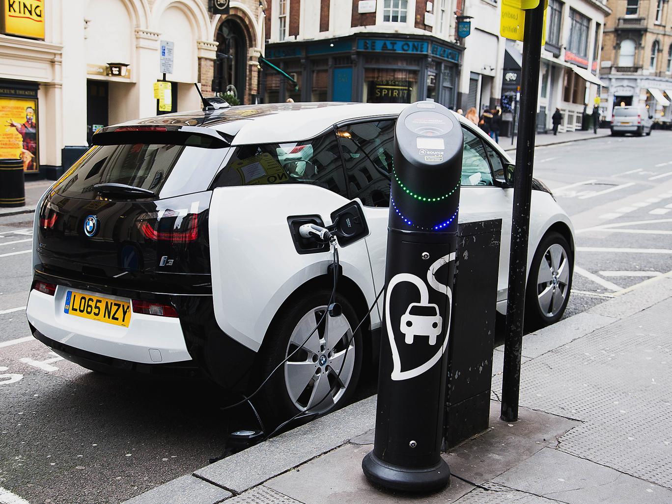 سيارات تعمل بالكهرباء