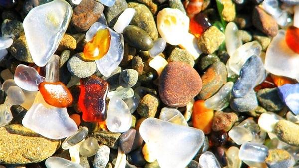 الحلي والأحجار الكريمة