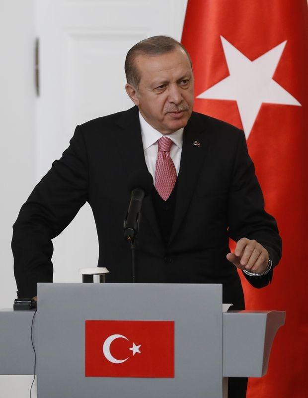 الرئيس التركي رجب طيب إردوغان في مؤتمر صحفي عقب اجتماعه مع نظيره البولندي في القصر الرئاسي في وارسو في بولندا