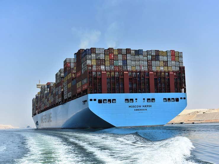 سفينة حاويات في القناة
