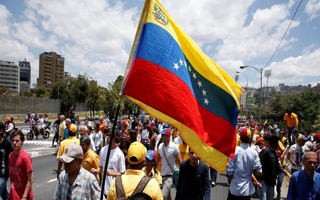 فنزويلا تعيد هيكلة ديونها الخارجية