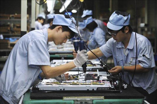 نشاط المصانع الصينية ينمو بأضعف وتيرة في 5 أشهر