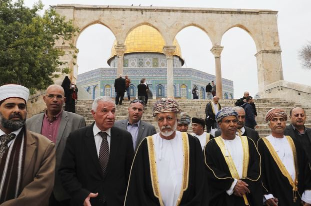 الوزير المسؤول عن الشؤون الخارجية في سلطنة عمان يوسف بن علوي خلال زيارة للأقصى