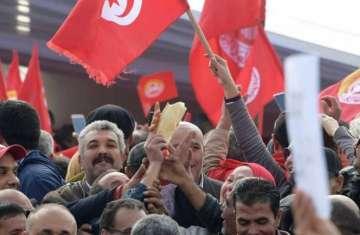 إضراب عام يشل تونس.. وحشود الغاضبين تطالب بإسقاط الحكومة