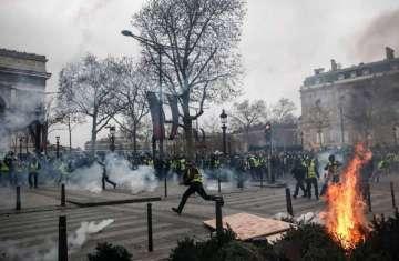 تحولت التظاهرات مع حلول ساعات المساء إلى أعمال شغب
