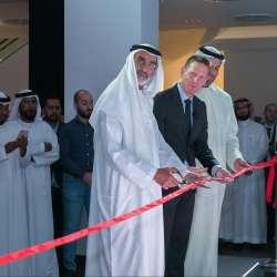 سعادة السيد علي الظاهري وكارستن بيندر ، رئيس أودي الشرق الأوسط، والسيد أحمد الظاهري ، رئيس مجلس الإدارة لشركة علي و أولاده.