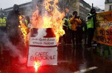 مصدر بالشرطة قال إن عدد المتظاهرين أقل مقارنة بالسبت الماضي