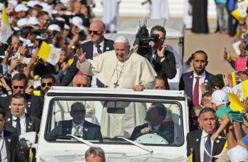قداسة البابا فرنسيس يحيي قداساً باباوياً في مدينة زايد الرياضية 