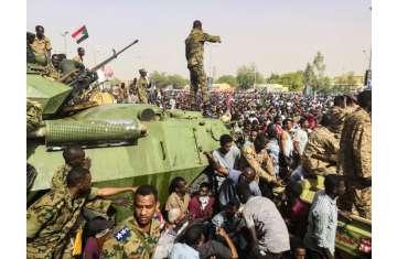 الجيش السودانى فى الميدان خلال ثورة 6 أبريل