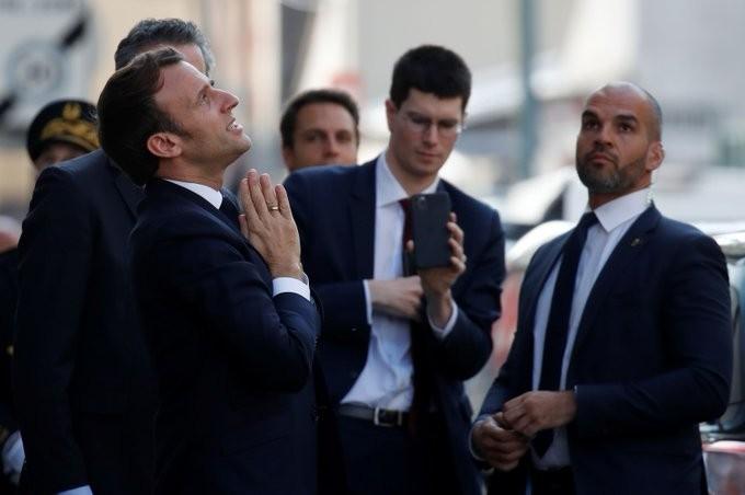 شاهد ماذا فعل الرئيس الفرنسي للسكان الملتزمين بالبقاء في منازلهم