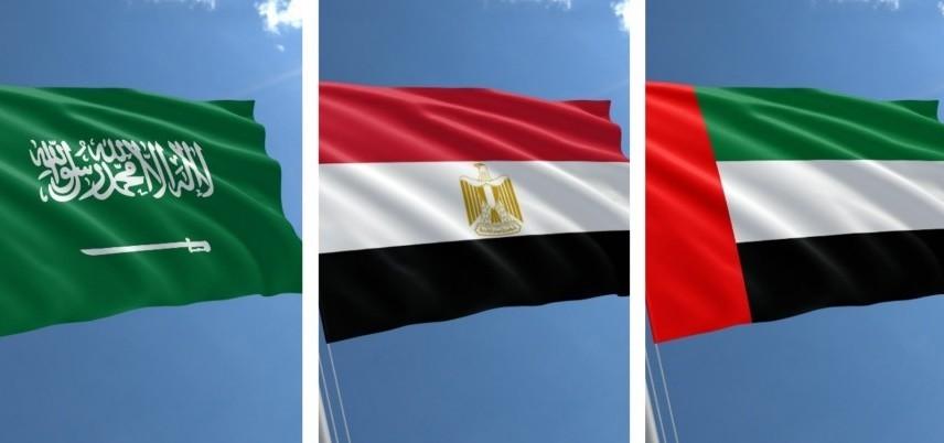 أعلام الإمارات ومصر والسعودية