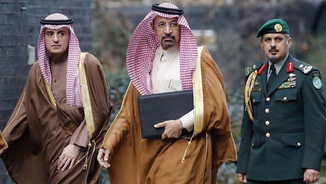 خالد الفالح يتوسط مسؤولين