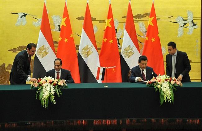 جانب من توقيع الاتفاقيات بين الرئيس السيسي ونظيره الصيني