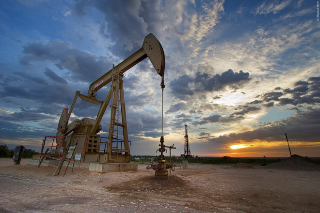 أسعار النفط تتراجع بفعل تنامي الإنتاج الصخري الأمريكي