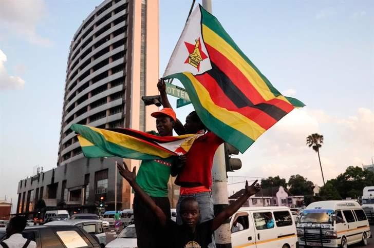 احتفالات في شوارع زيمبابوي