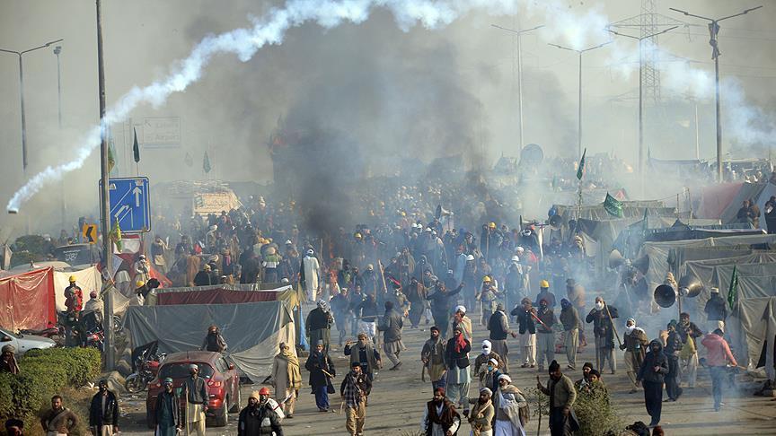 الحكومة والجيش يتفقان على حل سلمي لأزمة اعتصام