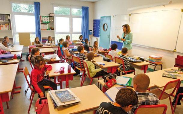 دعوة المدارس الفرنسية في العالم للإضراب بسبب خفض النفقات