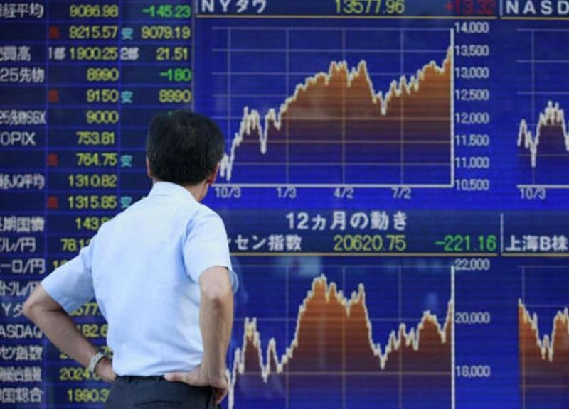 نيكي ينخفض بفعل مكاسب الين وخسائر الأسهم الصينية