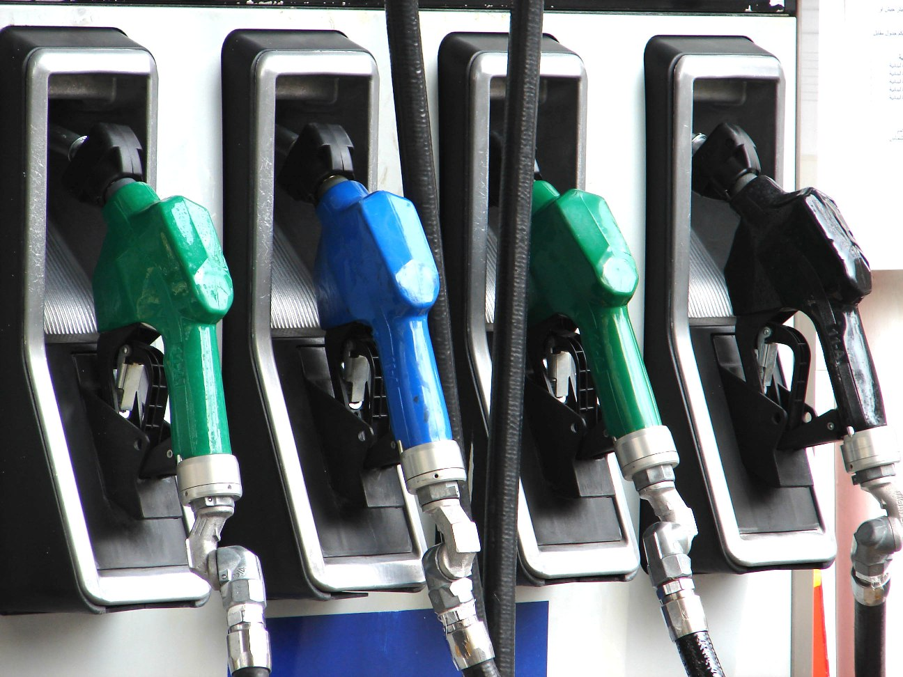الأردن يرفع أسعار الوقود والكهرباء اعتبارا من الغد الجمعة