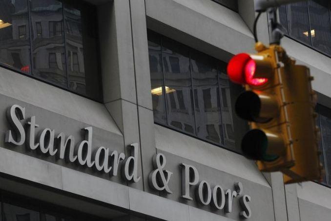 شعار ستاندرد آند بورز على مقرها في نيويورك(أرشيفية)