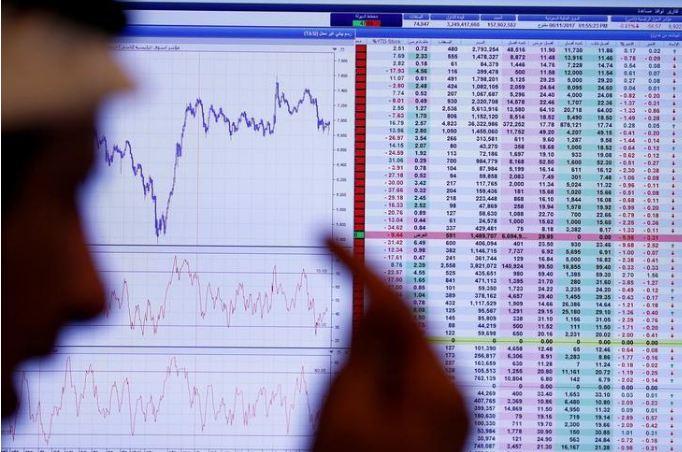 شاشة تعرض أسعار أسهم في الرياض