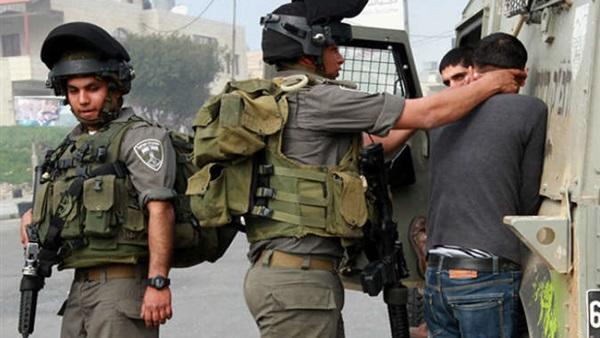 قوات الاحتلال تعتقل شابًا فلسطينيًا صورة أرشيفية