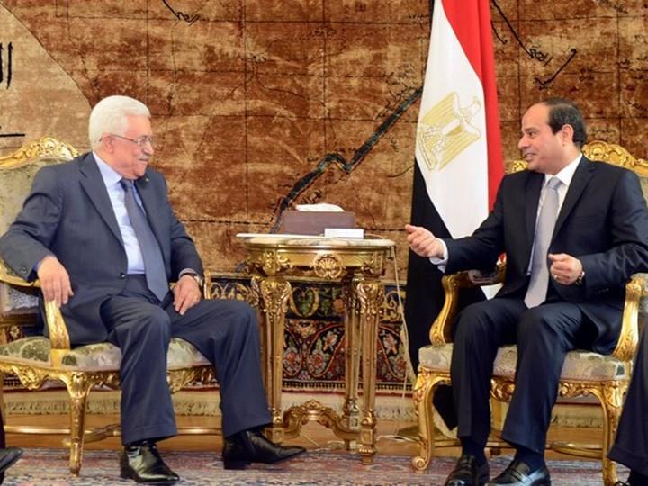 الرئيس المصري عبد الفتاح السيسي ونظيره الفلسطينى محمود عباس