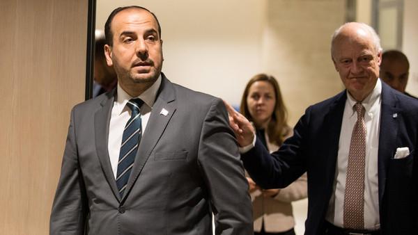 دي ميستورا مع نصر الحريري رئيس وفد المعارضة السورية في جنيف اليوم الثلاثاء