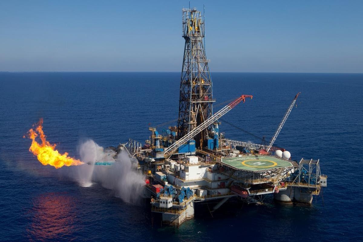 التنقيب عن النفط والغاز بالبحر