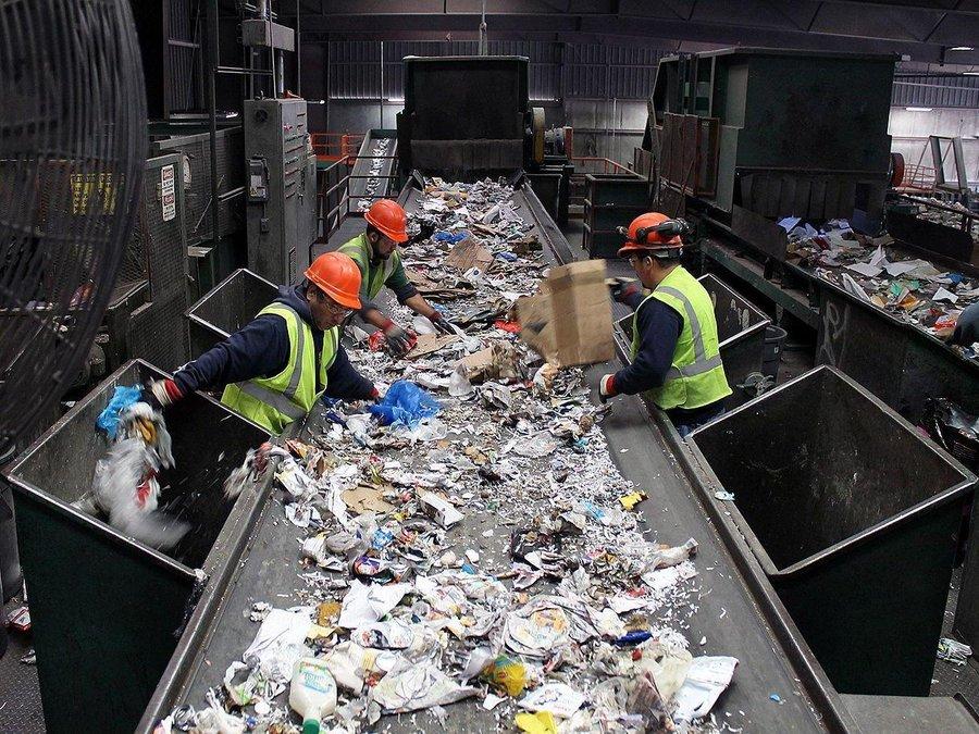 عمليات تدوير النفايات